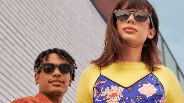 Praten tegen je zonnebril: Bose lanceert slimme brillen