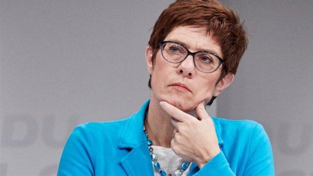 Merkel opgevolgd als CDU-leider door Annegret Kramp-Karrenbauer