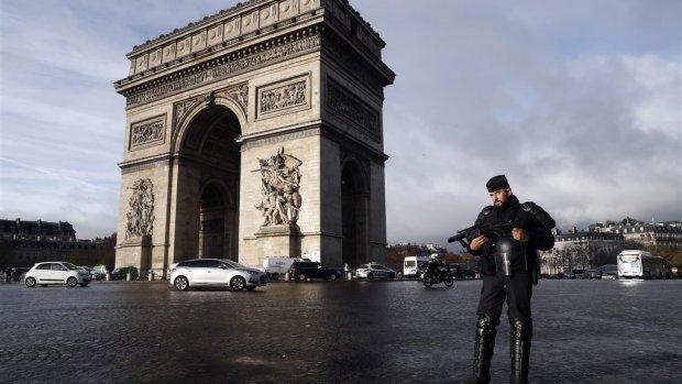 Parijs op slot: duizenden ordetroepen paraat