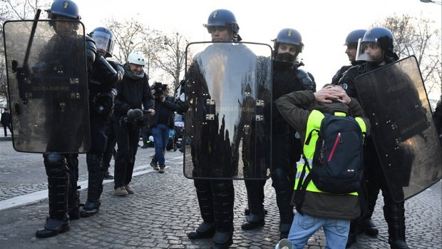 Honderden aanhoudingen en tientallen gewonden in Parijs