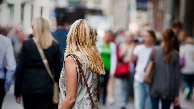 Vrouwen verdienen 5000 euro minder dan mannen, en dat verschil groeit