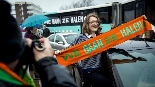 Zelfs de staatssecretaris houdt Flip niet tegen: hij gaat vluchtelingen ophalen