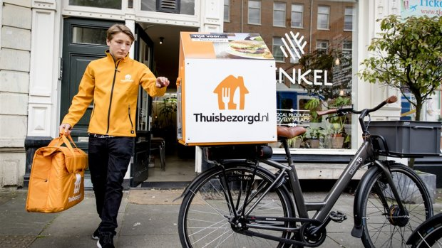 Takeaway koopt Duitse concurrent Delivery Hero voor 930 miljoen
