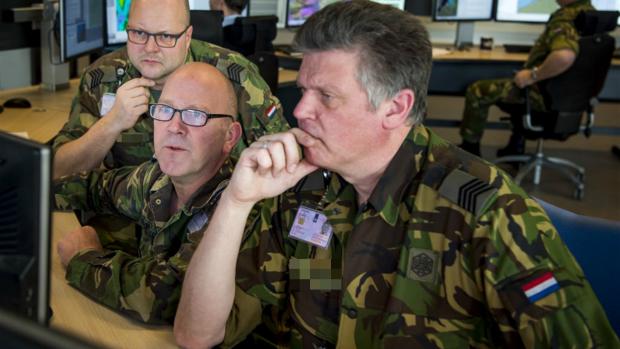 Defensie e-mailt al jaren onveilig: 'Een schat aan informatie'