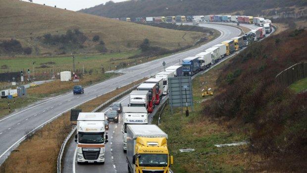 Britten gaan brexit-files na no-deal alvast oefenen bij Dover