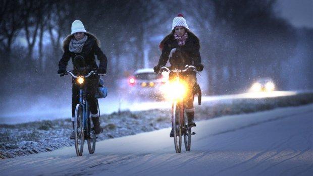 Klachten over te felle fietsverlichting: 'Spreek elkaar aan'