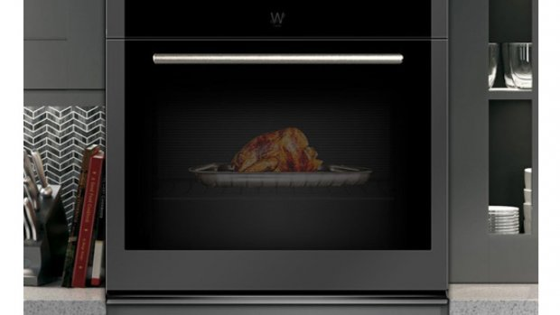 Deze oven heeft groot scherm in plaats van glazen deur