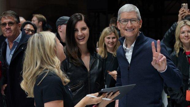Apple-baas Tim Cook tikt 136 miljoen dollar binnen door topbonus