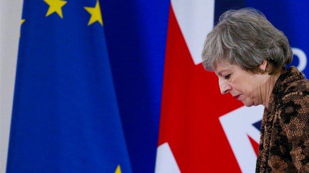Enorme klap voor premier May: 'Ze is terug bij af'