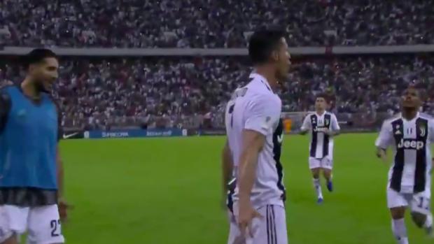 Hele stadion in Saoedi-Arabië scandeert 'SIIIII' voor Ronaldo