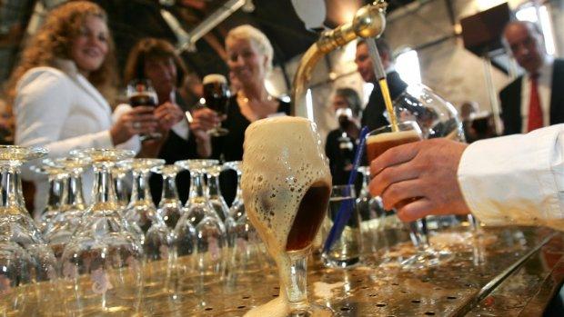 Prijsverschil tussen biertje in de kroeg en supermarkt steeds groter