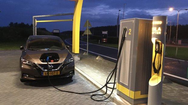 Snelladers voor elektrische auto's veilig, mogen weer aan