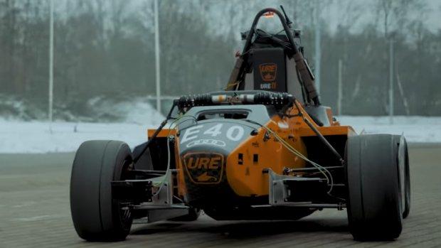 Zelfrijdende raceauto van Eindhovense studenten
