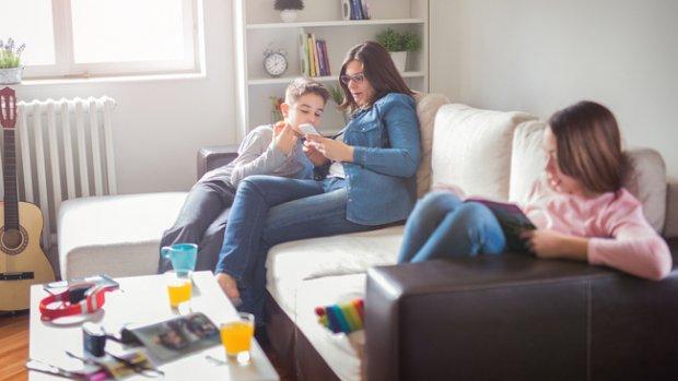 Meegluren op telefoon? 'Ook je kind heeft recht op privacy'