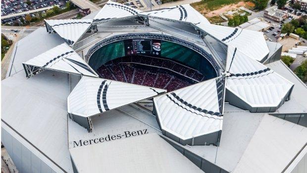 Video: Super Bowl had een superspectaculair dak
