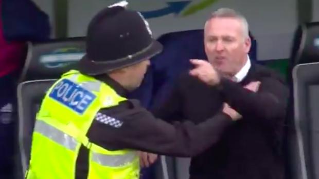 Paul Lambert moet worden tegengehouden door de politie
