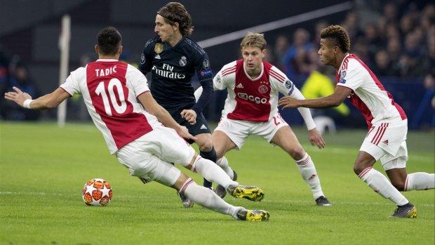 Sterk Ajax jammerlijk onderuit tegen Real Madrid in Arena