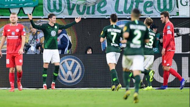 Weghorst trefzeker voor winnend Wolfsburg