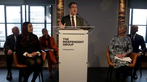Britse parlementariërs stappen uit Labour om brexit-koers