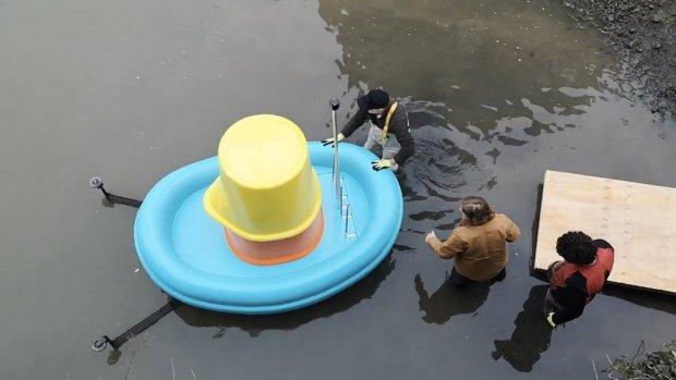 Deze 'speelgoedbootjes' van IKEA maken grachten schoon