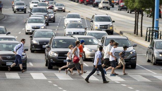 Zo leren zelfrijdende auto's herkennen of voetgangers opletten