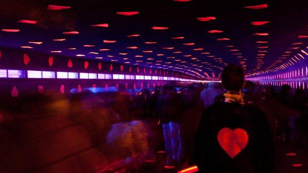 Lichtkunst in Maastunnel was hot: 100.000 bezoekers