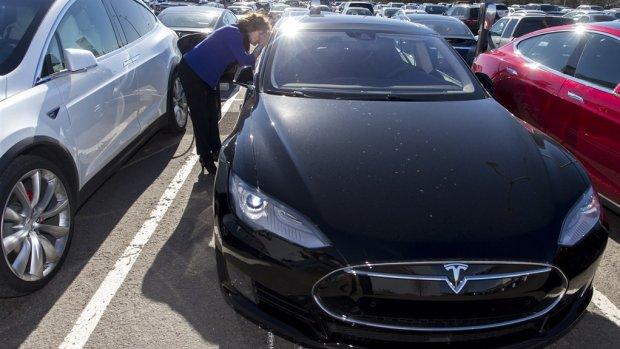 Kamer wil onderzoek naar fiscale verwennerij van Tesla-rijders