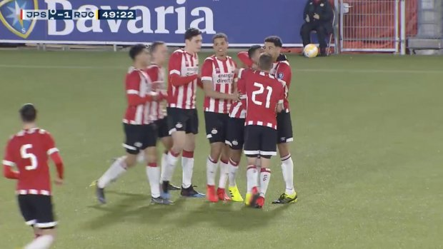 Ihattaren jaagt bal in de kruising bij debuut Jong PSV