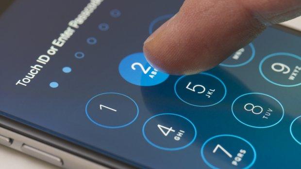 Uitspraak over ontgrendelen telefoon onder dwang van politie