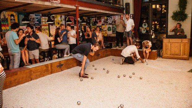 Bier en échte ballen: horeca zet in op jeu de boules en ping pong