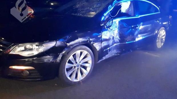 Bestuurder van zwaarbeschadigde auto haalt met uitgeklapte airbag politie in