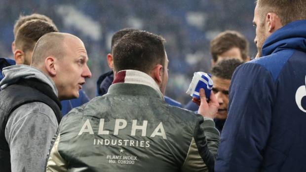 Boze fans Schalke 04 eisen aanvoerdersband op