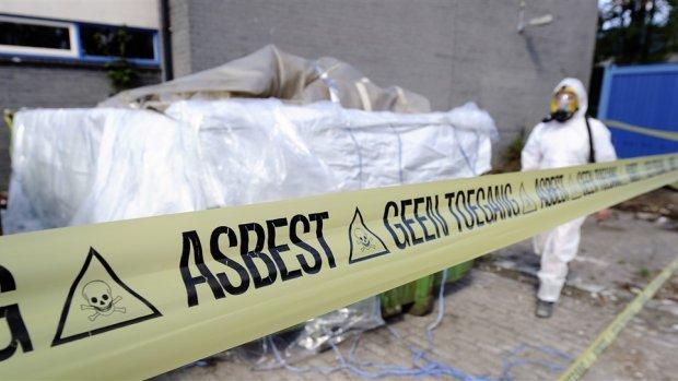 Asbestsanering minder gevaarlijk, maar kosten nemen toe