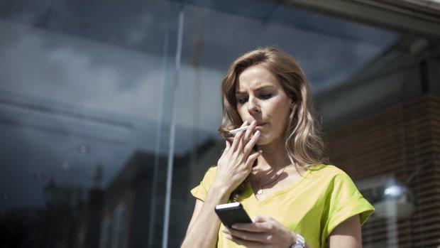 Roken onder werktijd: mag je baas dat verbieden?