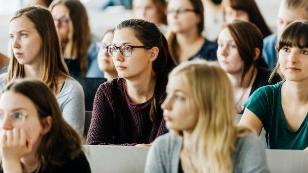 De opmars van vrouwen in het onderwijs in drie grafieken