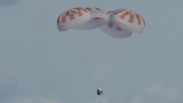 Ruimteschip van SpaceX landt weer op aarde