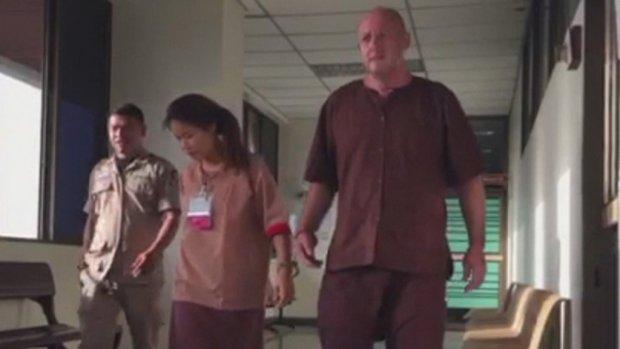 Broer coffeeshopbaas in Thaise cel: 'Ik hoop dat de minister Johan terugbrengt'