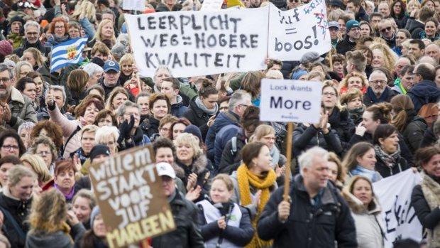 'Ik ztaak, hij staakd': leraren demonstreren tegen werkdruk