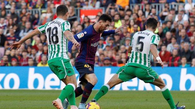 BIZAR: Messi maakt van kunstwerk werkelijkheid
