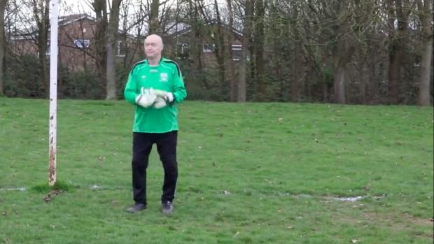 79-jarige doelman blijft doorgaan: 'Ik heb geen plannen om te ...