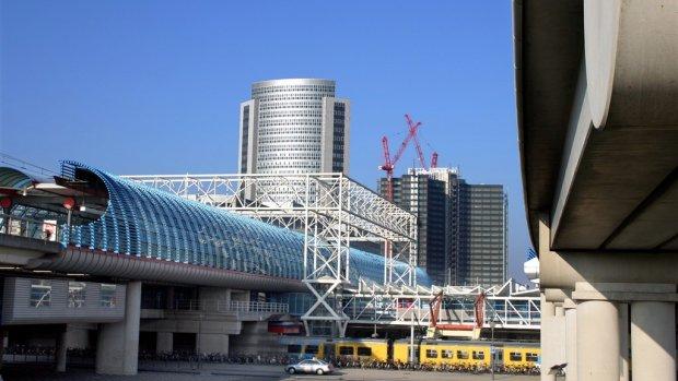 NS en gemeenten willen boven spoorstations huizen bouwen