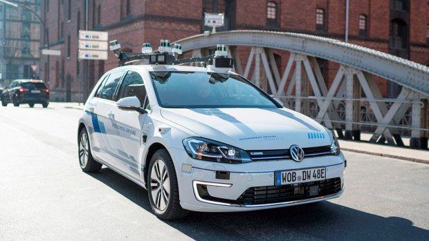Zelfrijdende Volkswagens de weg op in Hamburg