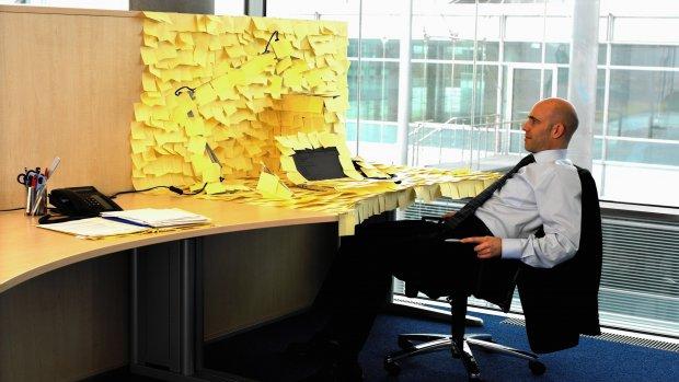 Werknemers worstelen met informatieovervloed: 'Ontspannen lastig'