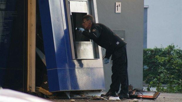 Amsterdam wil pinautomaten weghalen bij woningen vanwege plofkraken