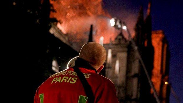 Brand Notre-Dame onder controle, enorme donaties voor herstel