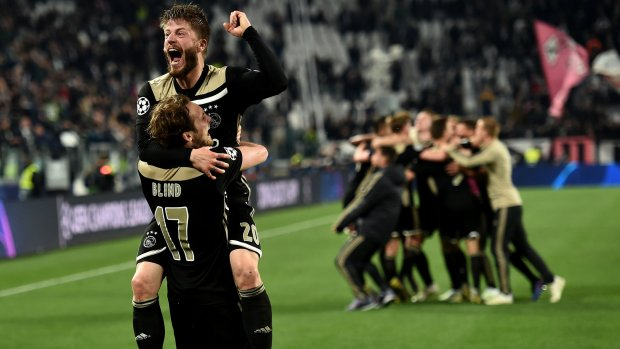KNVB roept eredivisie-clubs op om Ajax te helpen