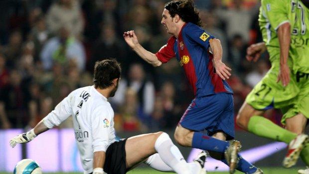 Precies 12 jaar geleden: de mooiste goal van Messi ooit