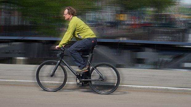 Getest: deze strakke e-bike trapt supersoepel