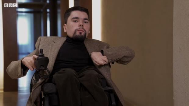 Populaire anti-Poetin-columnist blijkt man in rolstoel