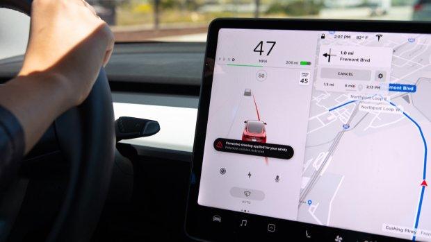'Opgeroepen' Tesla's zorgen voor chaos op parkeerplaatsen